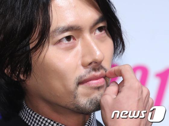 Mỹ nam năm nào Hyun Bin gây sốc vì râu ria xồm xoàm, cựu gương mặt đẹp nhất thế giới vẫn đẹp dù giản dị - Ảnh 4.