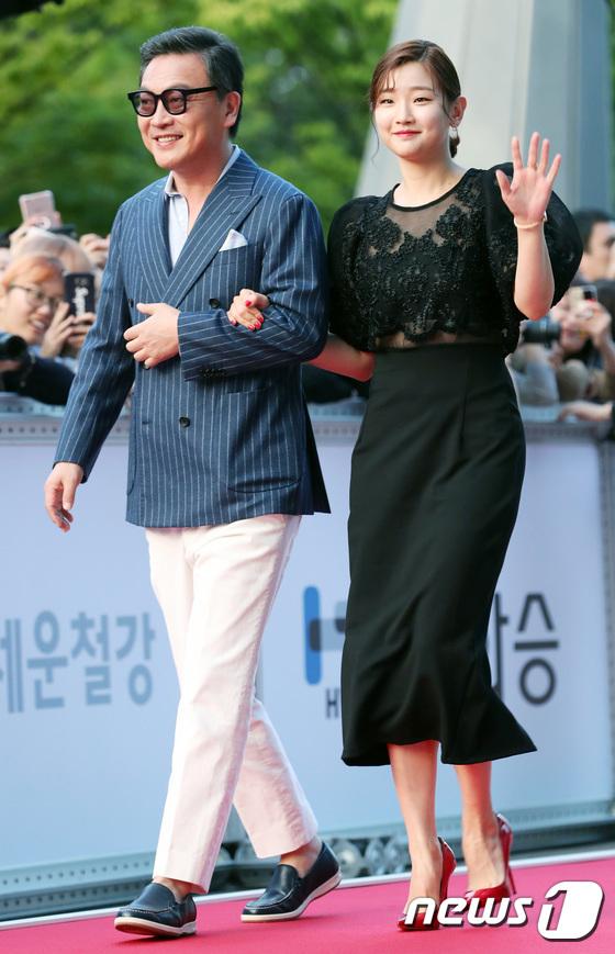Thảm đỏ liên hoan phim Busan ngày 2: Nữ thần của nữ thần Son Ye Jin một mình cân cả dàn mỹ nhân - ảnh 9