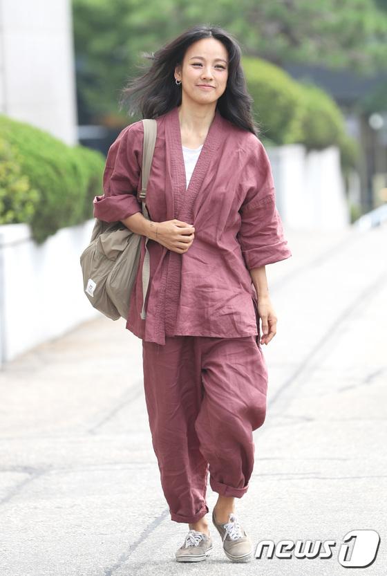 Đẳng cấp nhan sắc của Lee Hyori: Mặc đồ nhăn nhúm vẫn đẹp như nàng tiên - Ảnh 1.