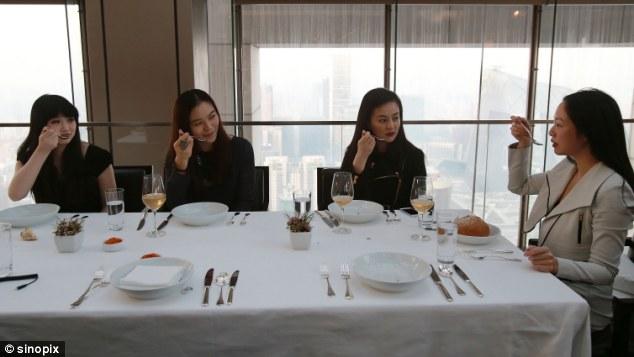 16.000 USD và 10 ngày học làm quý tộc - có gì mà giới nhà giàu Trung Quốc sẵn sàng chi tiền? - Ảnh 6.
