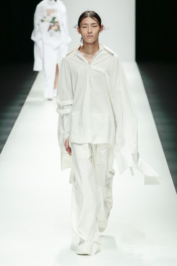 BST mới của NTK Công Trí tại Tokyo Fashion Week: Trước cái đẹp, bạn chỉ còn biết Wow lên một tiếng!!! - Ảnh 10.