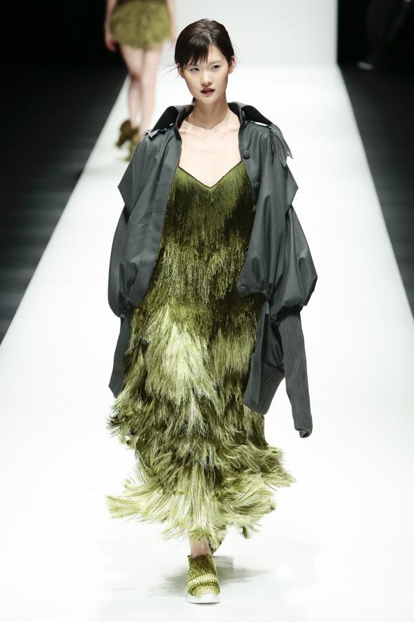 BST mới của NTK Công Trí tại Tokyo Fashion Week: Trước cái đẹp, bạn chỉ còn biết Wow lên một tiếng!!! - Ảnh 26.