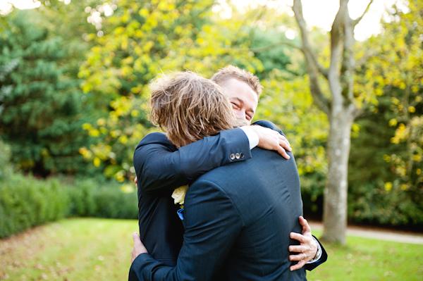 Cuộc hội ngộ sau hàng chục năm của 2 anh em bị cha mẹ đẻ chia cách chỉ vì con trai đồng tính - Ảnh 4.