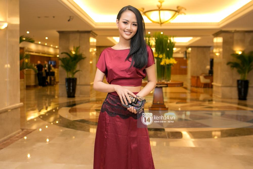 Sao Việt: Lý Nhã Kỳ cùng ca sĩ  Hồ Ngọc Hà