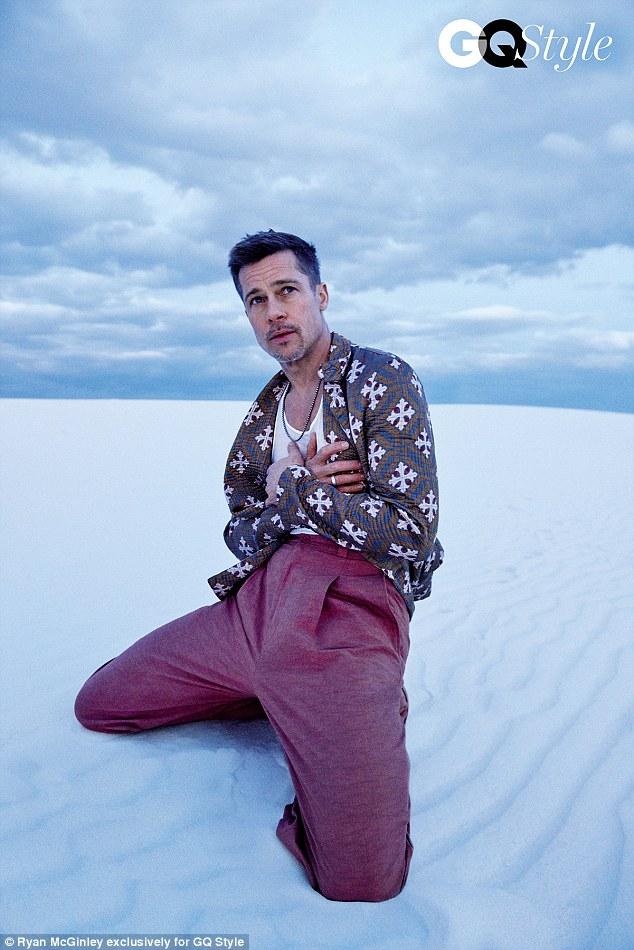 Bộ ảnh sướt mướt dễ mủi lòng là thế nhưng ai không để ý outfit toàn đồ hiệu mà Brad Pitt mặc thì hơi phí - Ảnh 4.