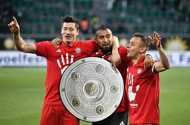 Bayern lập chiến tích lịch sử, lần thứ 5 liên tiếp giành Đĩa bạc Bundesliga - Ảnh 5.
