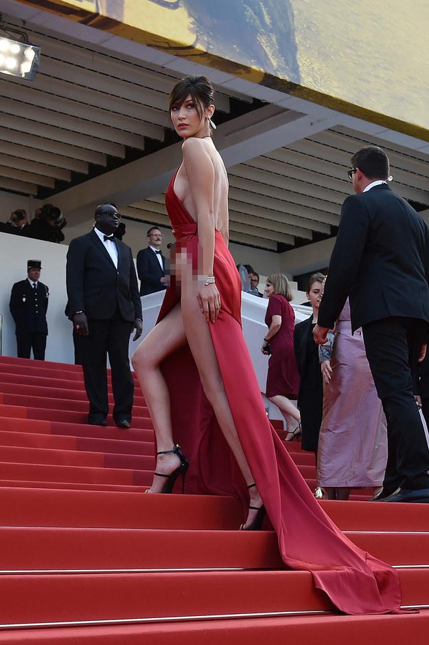 Siêu mẫu Bella Hadid diện váy xẻ để lộ nội y trên thảm đỏ LHP Cannes - Ảnh 9.