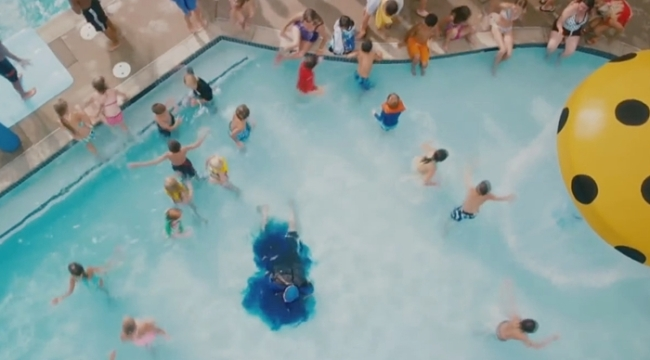 Bạn choáng không khi biết bể bơi công cộng có chứa tới 75 lít nước tiểu? - Ảnh 1.