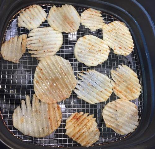 Hô biến khoai tây thành snack chua cay, ngon giòn chẳng thua kém mua ngoài hàng - Ảnh 6.