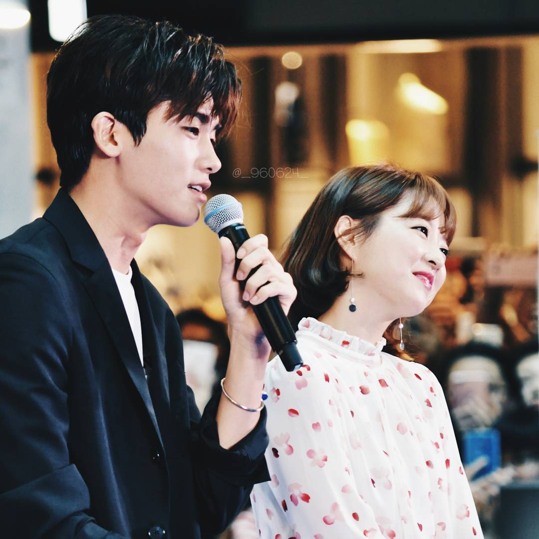 Sao Hàn: Xem cách Park Hyung Sik và Park Bo Young nhìn nhau chằm chằm là biết họ đã sớm thuộc về nửa kia!