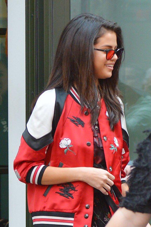Hạnh phúc với tình yêu mới, Selena Gomez tăng cân và lộ mặt nọng - Ảnh 6.