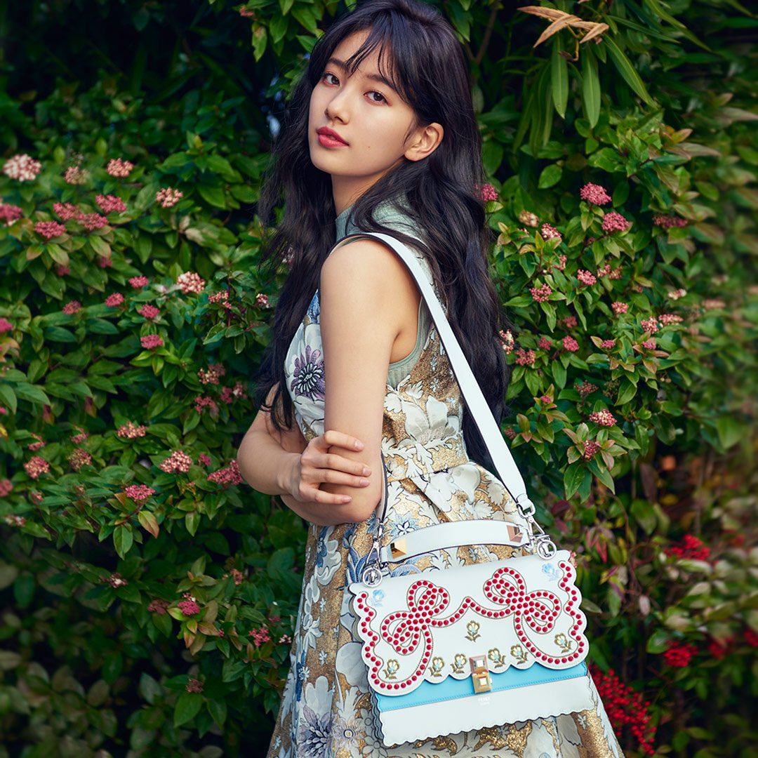 Sao Hàn: Chỉ bằng một bức hình hậu trường khoe lưng trần, Suzy đã khiến fan hoàn toàn đổ gục