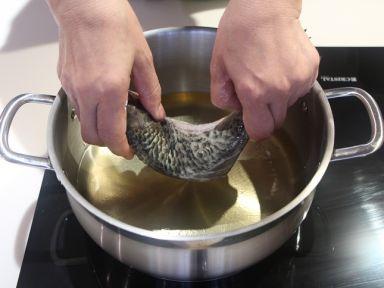 Chán ngấy giò chả, thịt nem, hãy làm món cá sốt đổi vị cực ngon này cho cả nhà - Ảnh 6.