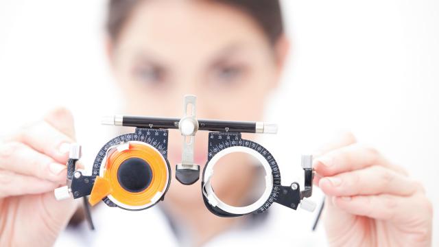 Dành cho hội mắt cận: cận lệch mà không chăm sóc đúng cách có thể gây ra nhiều hậu quả nghiêm trọng - Ảnh 2.