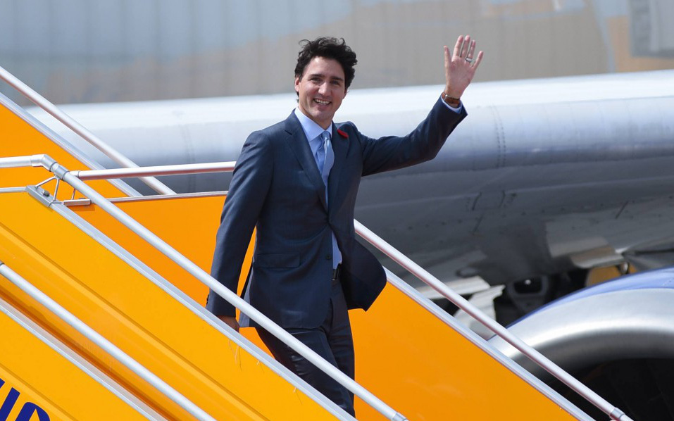 Đi công du tới đâu, Thủ tướng Justin Trudeau cũng phong thái ngời ngời, thu hút mọi ánh nhìn từ mọi người