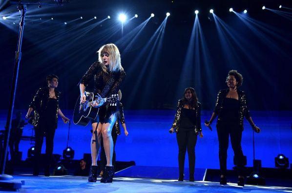 Sau một năm bị ném đá dữ dội, Taylor Swift đã lặn mất tăm khỏi showbiz! - Ảnh 2.