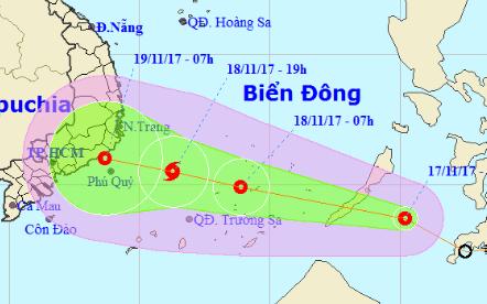 Áp thấp nhiệt đới tiến nhanh vào Biển Đông, có thể mạnh lên thành bão