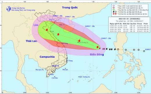 Cơn bão mạnh nhất nhiều năm qua đổ bộ, miền Trung mưa to, đề phòng ngập lụt