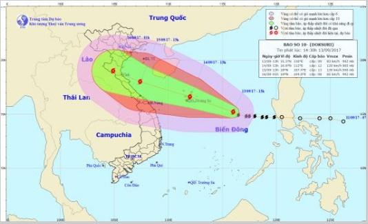Cơn bão mạnh nhất nhiều năm qua đổ bộ, miền Trung mưa to, đề phòng ngập lụt - Ảnh 1.