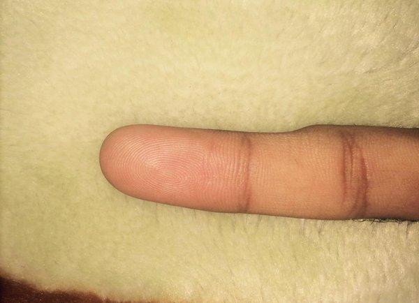 Nếu ngón tay út bị cong thế này, bạn phải sửa cách cầm điện thoại ngay và luôn - Ảnh 4.