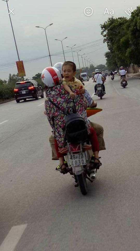 Anh bé trai 6 tuổi bị bắt cóc ở Quảng Bình nói về hình ảnh em bé khóc trên xe máy giống 80% - Ảnh 2.