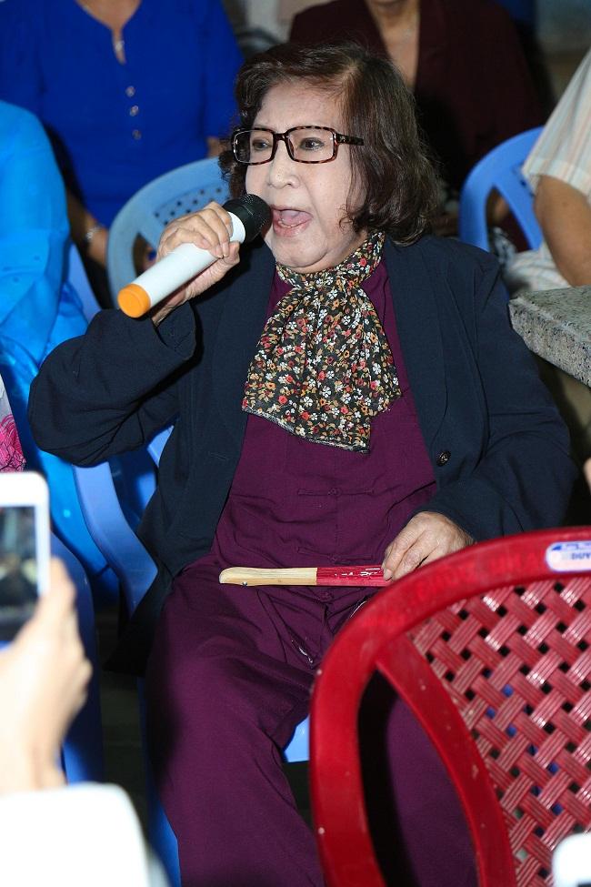 An Nguy, Trấn Thành không kìm được nước mắt trong buổi chúc tết các nghệ sĩ già - Ảnh 8.