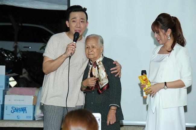 An Nguy, Trấn Thành không kìm được nước mắt trong buổi chúc tết các nghệ sĩ già - Ảnh 2.