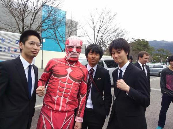 Ngày tốt nghiệp không khác gì lễ hội cosplay của sinh viên Nhật Bản! - ảnh 6