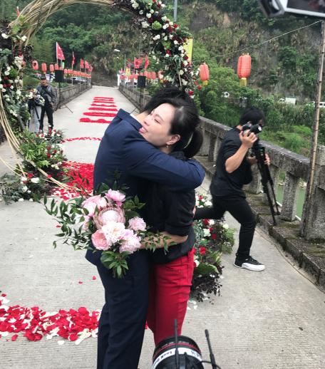 Nữ hoàng nhảy cầu Trung Quốc bật khóc khi bạn trai kém tuổi cầu hôn - Ảnh 5.