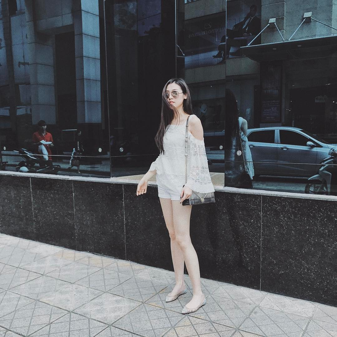 Sao Việt: Sinh ra đã đẹp, Dương Tú Anh chỉ mặc toàn đồ đen-trắng cũng khí chất hơn người ở đây rồi