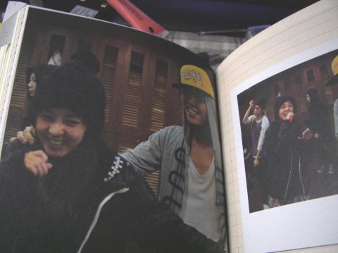 Nhìn G-Dragon và Dara mùi mẫn như thế này, trái tim fangirl làm sao mà không loạn nhịp cho được! - Ảnh 13.