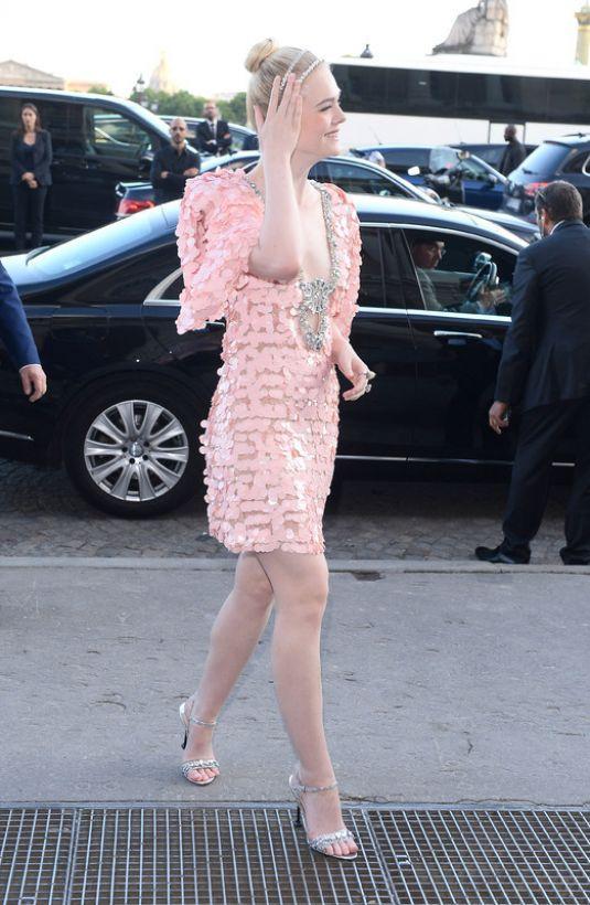 Elle Fanning lại xuất hiện kiêu sa đài các như một nàng công chúa giữa Paris thơ mộng! - Ảnh 2.