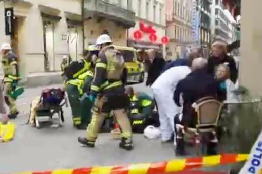 Khủng bố bằng xe tải ở thủ đô Thụy Điển, ít nhất 5 người chết - Ảnh 1.