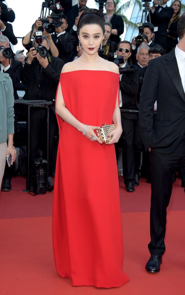 Phạm Băng Băng đã chịu lấy lại phong độ, đẹp không thua kém Elle Fanning trên thảm đỏ Cannes - Ảnh 1.