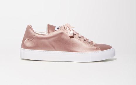 Điểm mặt 5 mẫu giày thể thao satin đẹp không kém giày mới ra mắt của Zara - Ảnh 1.