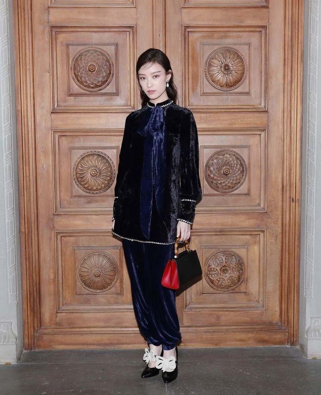 Dự show Gucci, Sooyoung (SNSD) không bị lọt thỏm giữa dàn sao quốc tế nhờ mặc sexy - Ảnh 6.