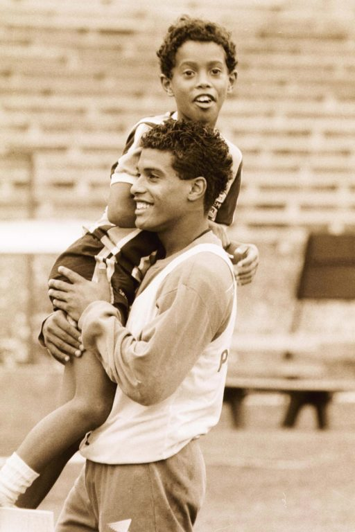 Ronaldinho gửi thư cho chính mình: Thứ bóng đá tự do như chim trời là đây - Ảnh 2.