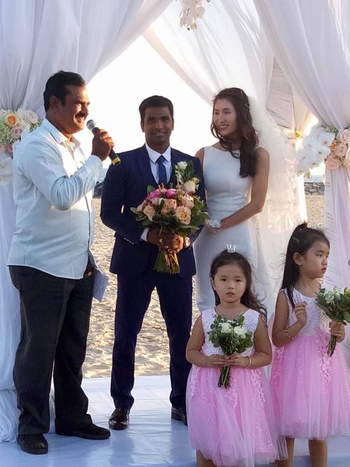 Đám cưới trên biển siêu lãng mạn của Nguyệt Ánh và chồng Ấn Độ