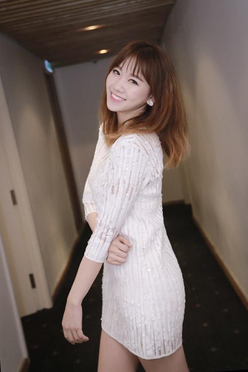 Hari Won, Hà Hồ, Ngọc Trinh bị bàn luận tiêu cực nhiều nhất trên mạng xã hội năm qua! - Ảnh 2.