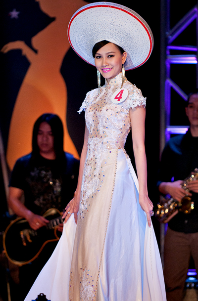 Showbiz Việt đã chứng kiến hàng loạt những trường hợp thi chui trên trường nhan sắc Quốc tế! - ảnh 8