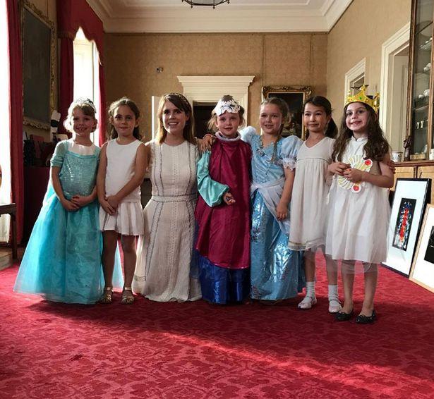 Bị chỉ trích vì tổ chức sinh nhật Harper trong Cung điện Hoàng gia, David Beckham nói gì? - Ảnh 1.