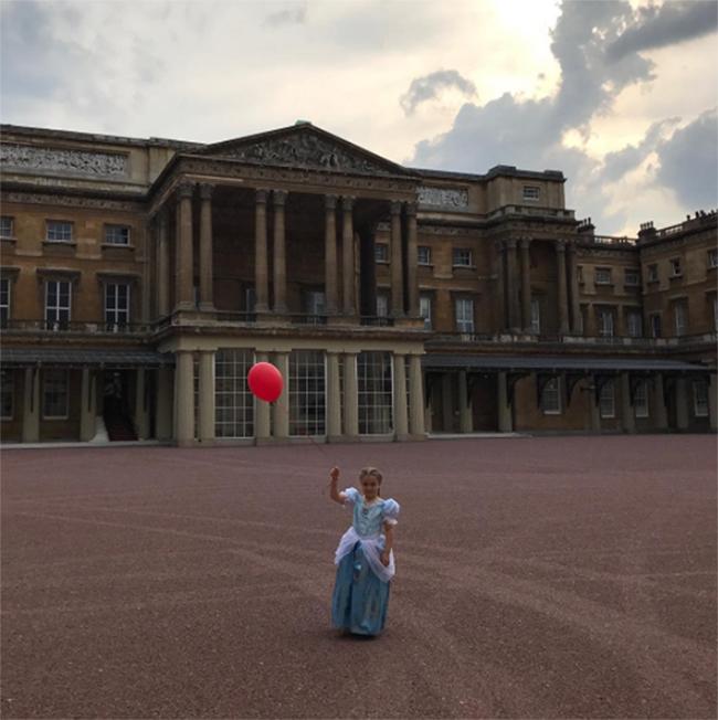 Harper Beckham: Công chúa tí hon trong vòng tay bố khiến cả thế giới phát cuồng giờ đã thành cô bé 6 tuổi phổng phao! - Ảnh 34.