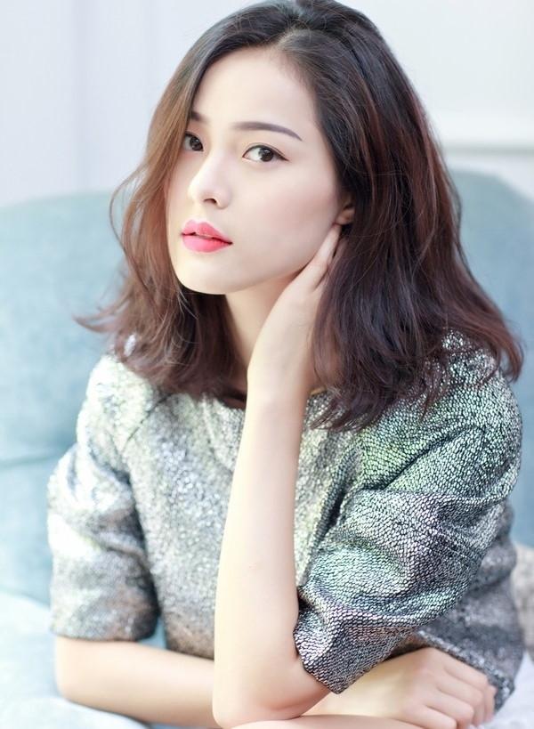 Chi Pu, Phạm Hương, HH Phương Nga cùng 15 nhan sắc Vbiz được báo Trung bầu chọn sở hữu vẻ đẹp điển hình - Ảnh 9.