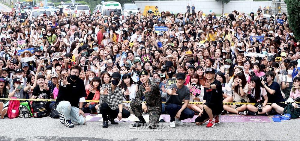 Sao Hàn: Eunhyuk được đám đông