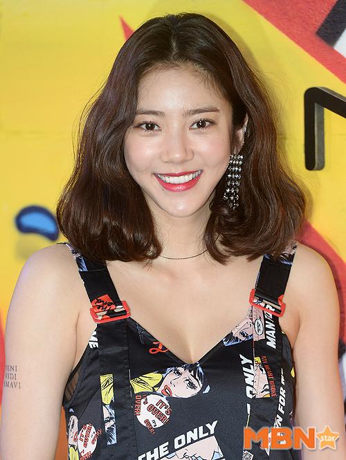 Jessica trở lại thời kỳ đỉnh cao nhan sắc, song lại... quá sến so với đàn chị và dàn người đẹp Hàn - ảnh 10