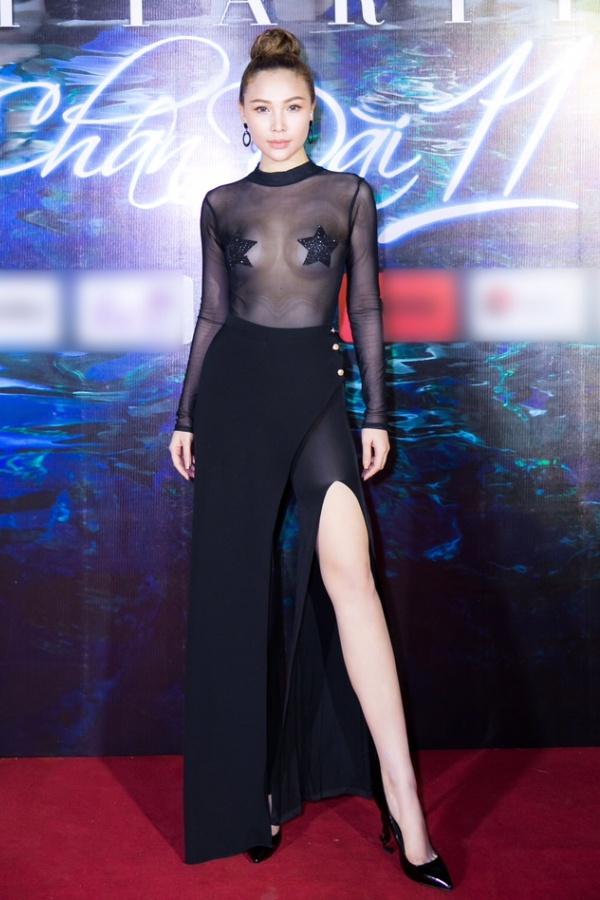 Ngọc Trinh ngọt ngào, Quỳnh Thư bốc lửa hội ngộ dàn sao tại tiệc VIP - Ảnh 4.