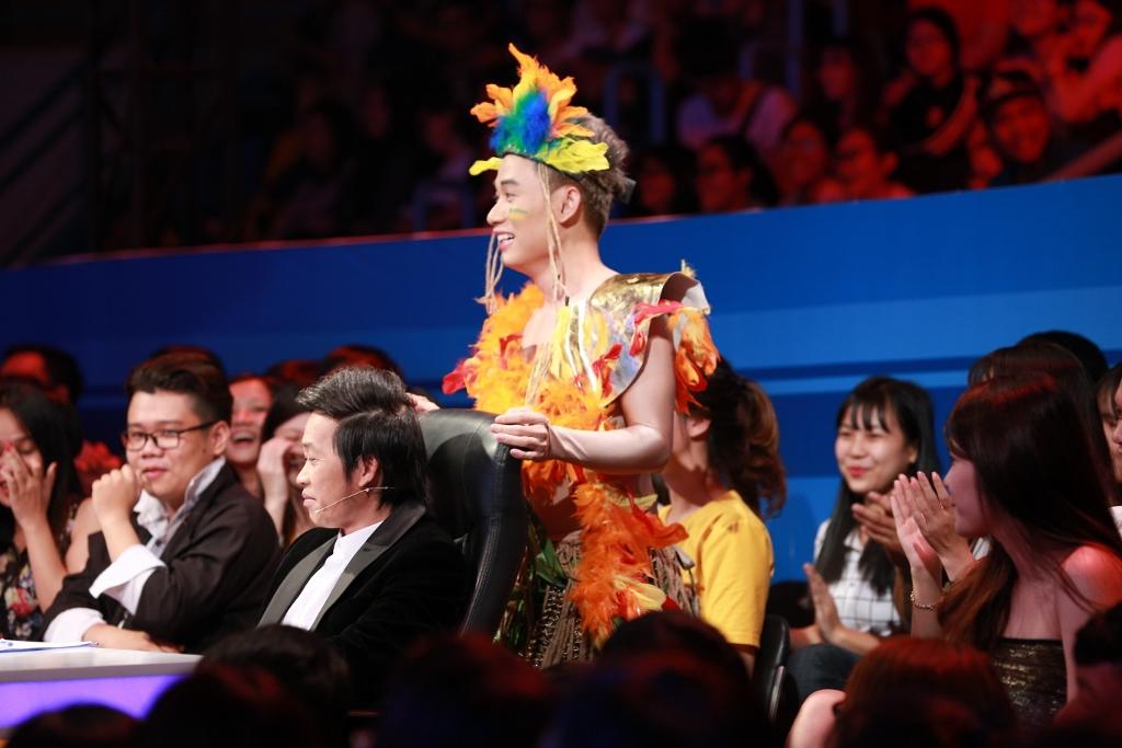 Trúc Nhân lỡ miệng gọi giám khảo Hoài Linh là