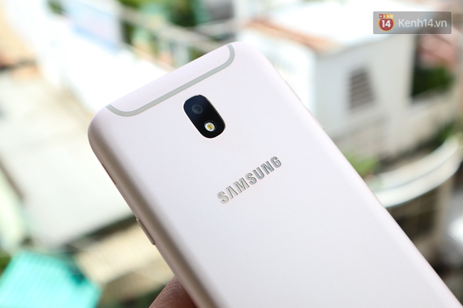 Trên tay nhanh Samsung Galaxy J7 Pro: thiết kế giống S7, camera mạnh mẽ và nhiều tính năng hấp dẫn, có màn hình Always On - Ảnh 9.
