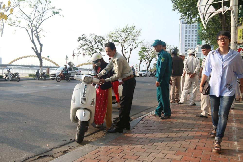Trước khi ra quân lấy lại vỉa hè thì quận Hải Châu đã có các cuộc họp thông báo cho người dân buôn bán tại nhiều tuyến đường trung tâm không được lấn chiếm vỉa hè của người đi bộ.