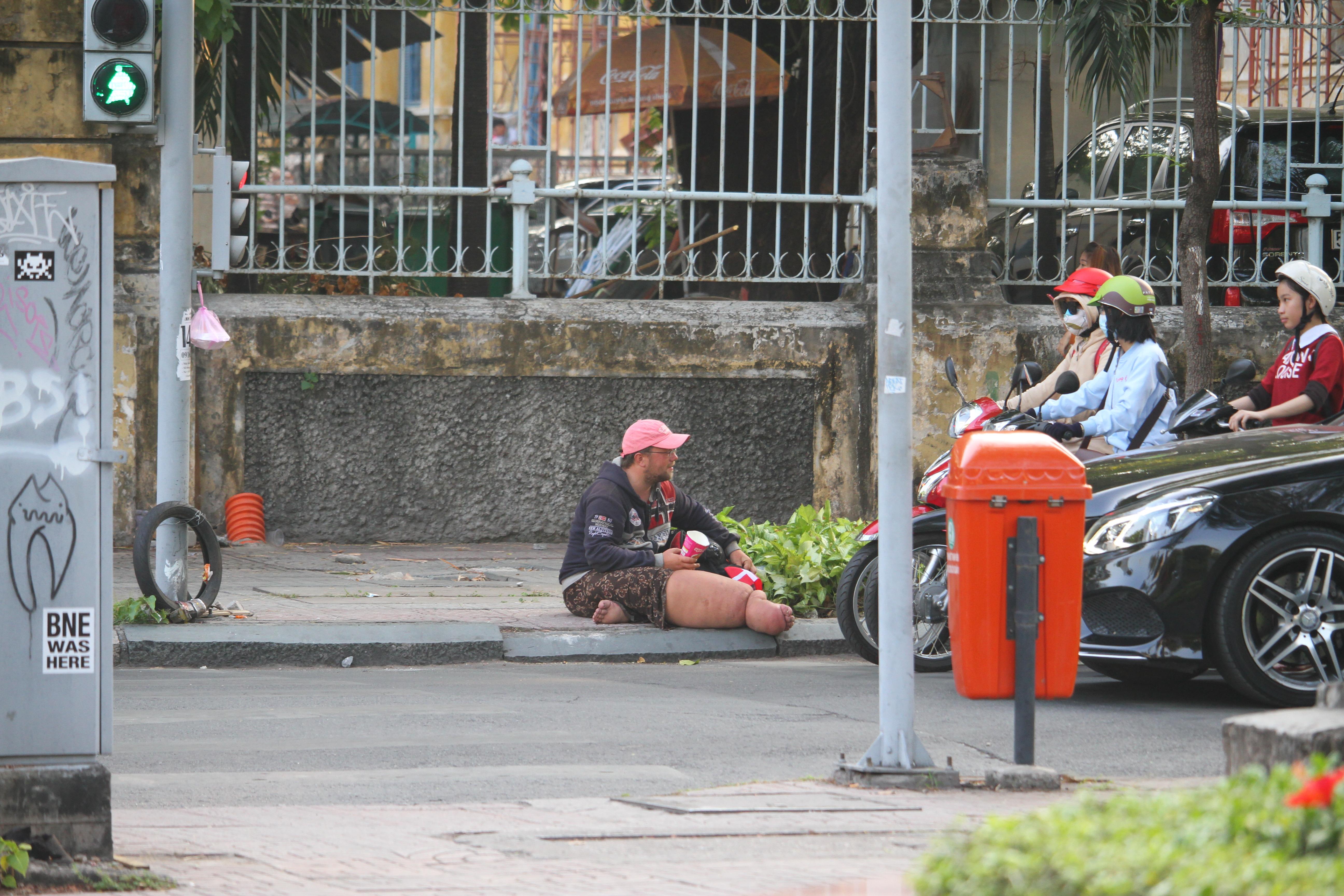 Đời sống: Gã ăn xin người Đức từng bị lật tẩy mánh khóe tại nhiều nước Đông Nam Á đang làm gì ở Sài Gòn?